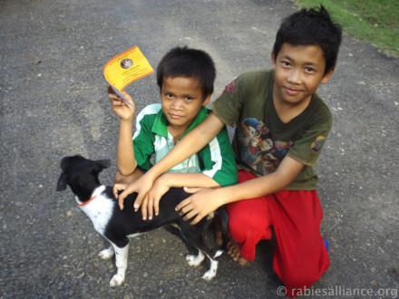 Gale hunder og snille barn